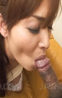 モデル級の美熟女加納瞳さんがいアワビを見せつけてバイブオナニー。ご奉仕フェラでしっかりとザーメンを搾り取ります!
