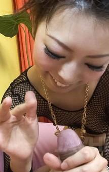 アミアミのセクシーなプレイスーツ姿で浅見友紀ちゃんが足コキ痴女プレイ。バキュームフェラでお口にザーメンキャッチ!