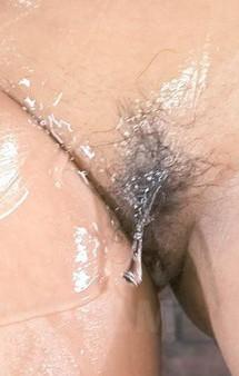 爆乳イケイケ黒ギャル沢木樹里ちゃんがローションオナニーで見せ付けダンス。爆乳にバイブを挟んで、爆乳パイズリで挑発!