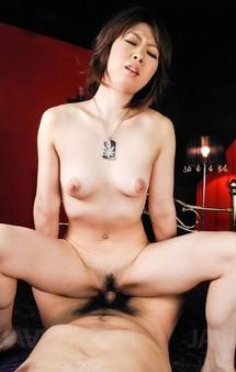 スレンダーギャル香川りおちゃんが、ご奉仕フェラからアナル拡張。チンポアナルにをぶち込まれ、大絶叫でイキまくり!