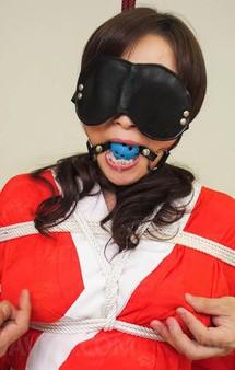 何と孫がいると言う美熟女Fカップ美山蘭子さんが赤襦袢姿で拘束プレイ。バイブ&電マで喘ぎまくって焼き鳥ファックで連続中出し!