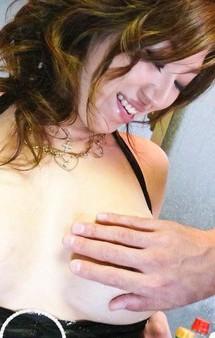 食い込んだTバックを見せ付け、爆乳Hカップ葉月奈穂ちゃんがノンストップの大暴走!指マン責めで潮吹き、イキまくり!