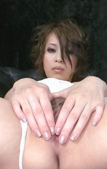 爆乳Gカップ大塚咲ちゃんが、膣肉を晒して見せ付けオナニー。バイブ&電マで、イクイクと一気に大噴射で昇天!