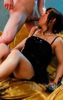 足コキ&ご奉仕フェラのDカップ美乳麻倉まみちゃんが、豪快Wフェラから生挿入。焼き鳥ファックでイキまくり!