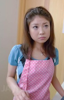 スタイル抜群の美人妻華咲真冬さんが日課の午後のオナニー。パンティを脱ぎ捨て、パイパンおマンコに電マを押し当て、イキまくり!