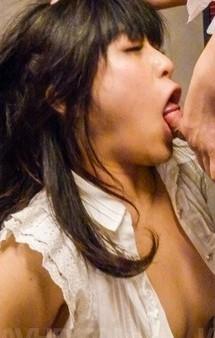 イケイケな美巨乳ギャル水沢杏香が大好きなチンポをWフェラ。自慢のバキュームフェラで吸い上げ、濃いザーメンを連続口内射精!