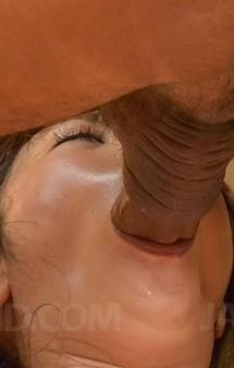 淫乱奥様篠田涼花が裸エプロンで誘惑。指マン責めから馬乗りイラマ責め。ガン突きファックでイキまくって中出し!